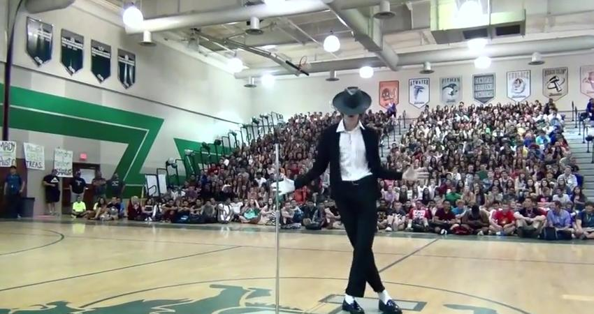 Teen Performs Uncanny Michael Jackson Tribute In Front Entire High School At Talent Show