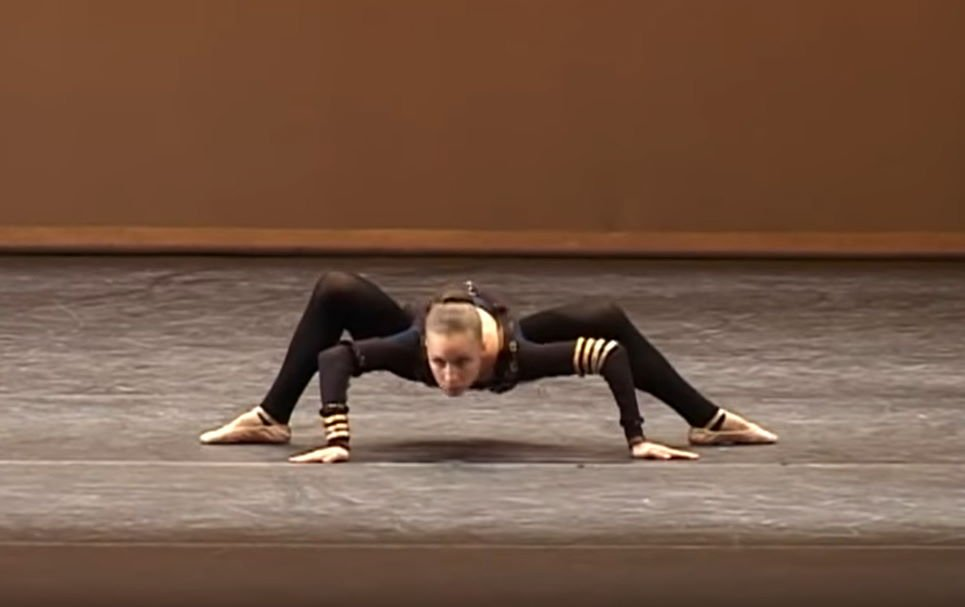 """Woman Creates A Dance Called """"The Spider"""" Showcasing Her Supernatural Moves"""