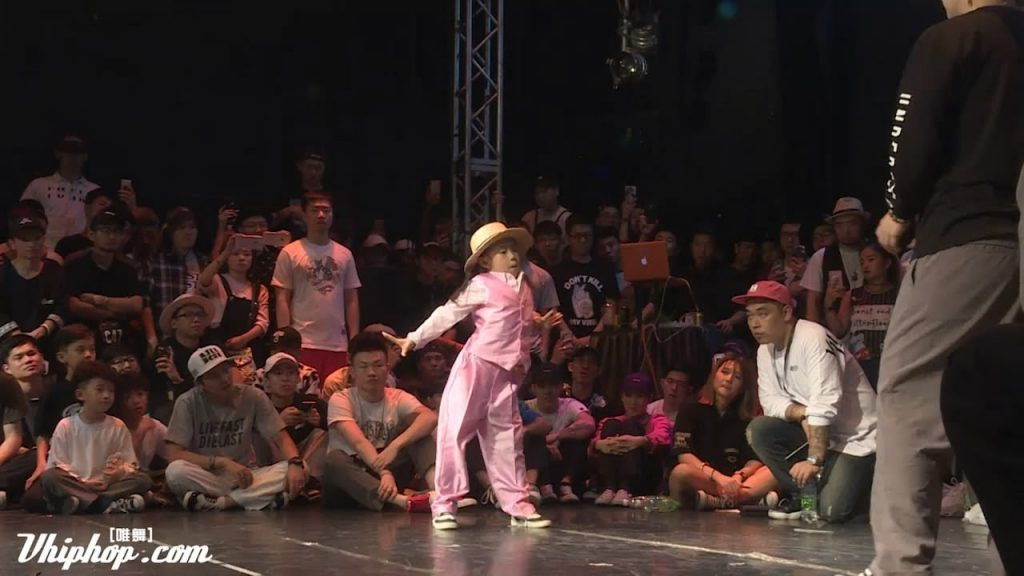 7-Year-Old Chinese Girl Wins Dance Off Against Professional Dancers