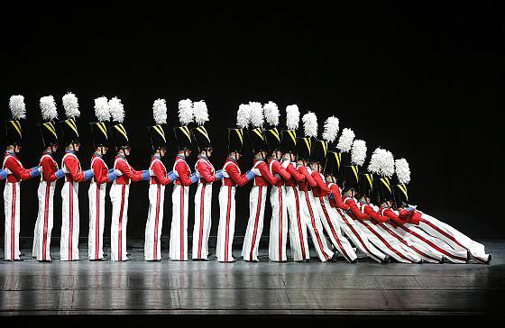 36 Rockettes Perform The Iconic Wooden Soldier Fall Live On Stage