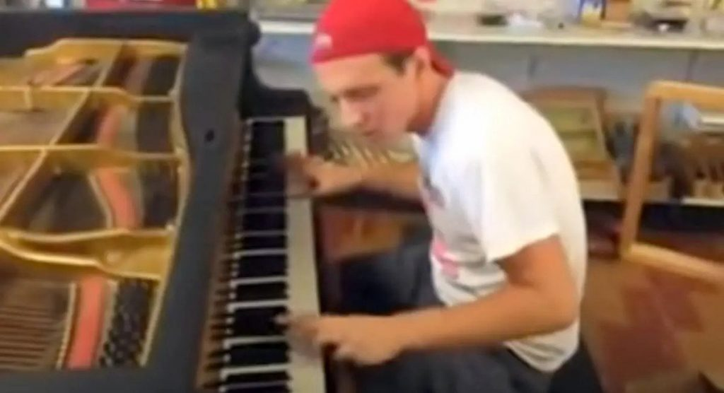 Pianist Reaches 6.6M Views Playing Piano In A Hardware Store