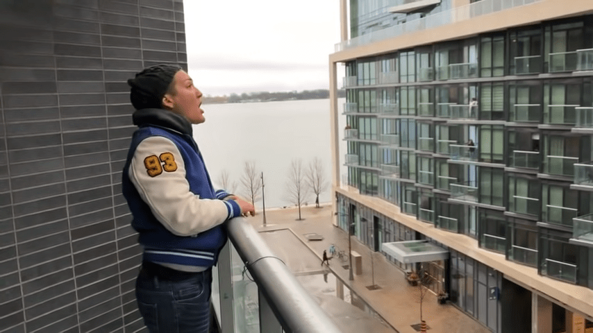 Opera Singer Sings Beautifully From Balcony for People In Adjacent Building